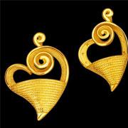 翠绿珠宝耳环戒指