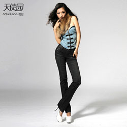 天使园--为中国女性打造一个专业的女性化牛仔品牌